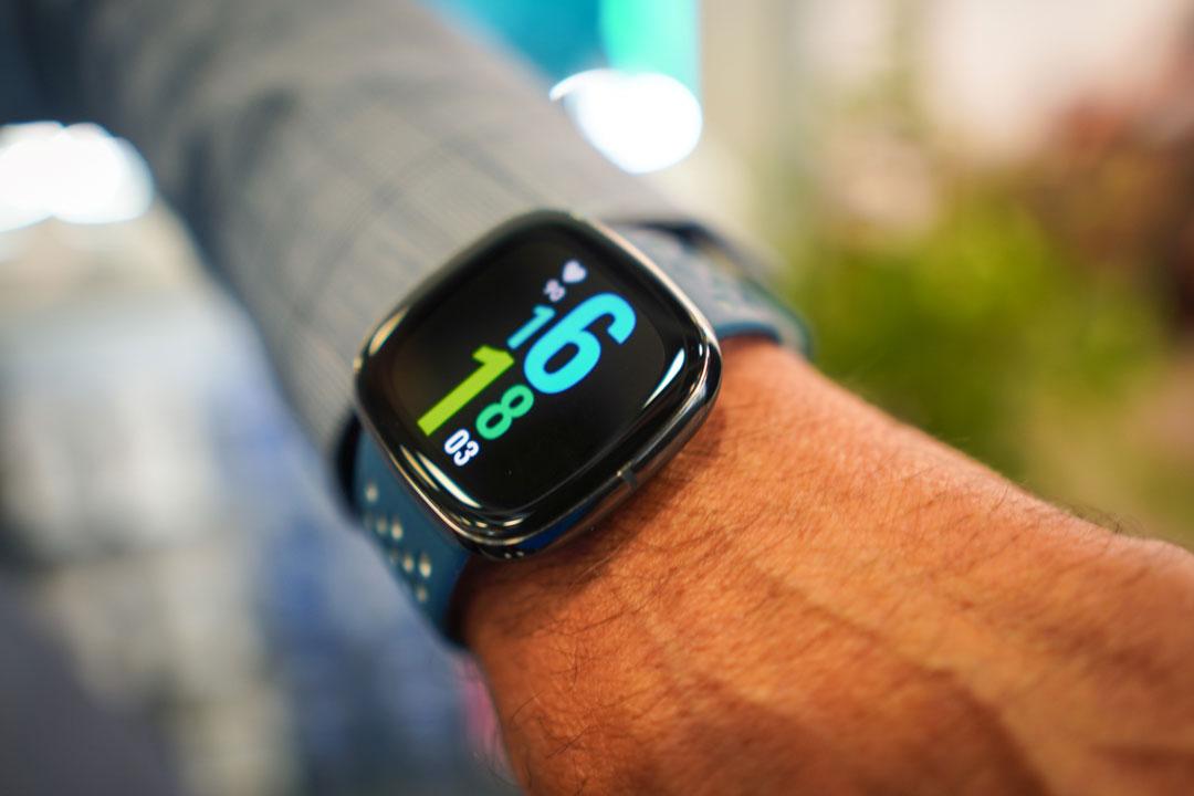 Fitbit Sense, Versa 3 e Inspire 2 ufficiali: salute e sport in primo piano